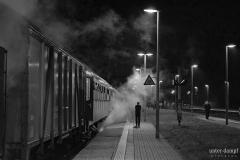 Halt in Ebersbach am Abend. Foto: J. Ullmann / UnterDampfPictures